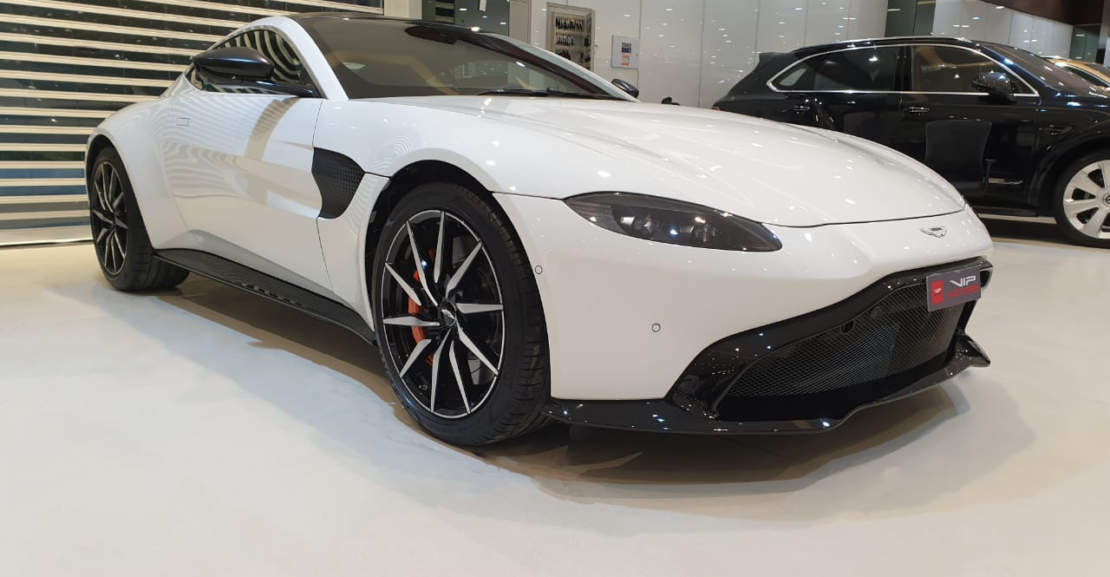 Aston-Martin-VantageQ-White-2019-Front-Side-View-Vip-Motors