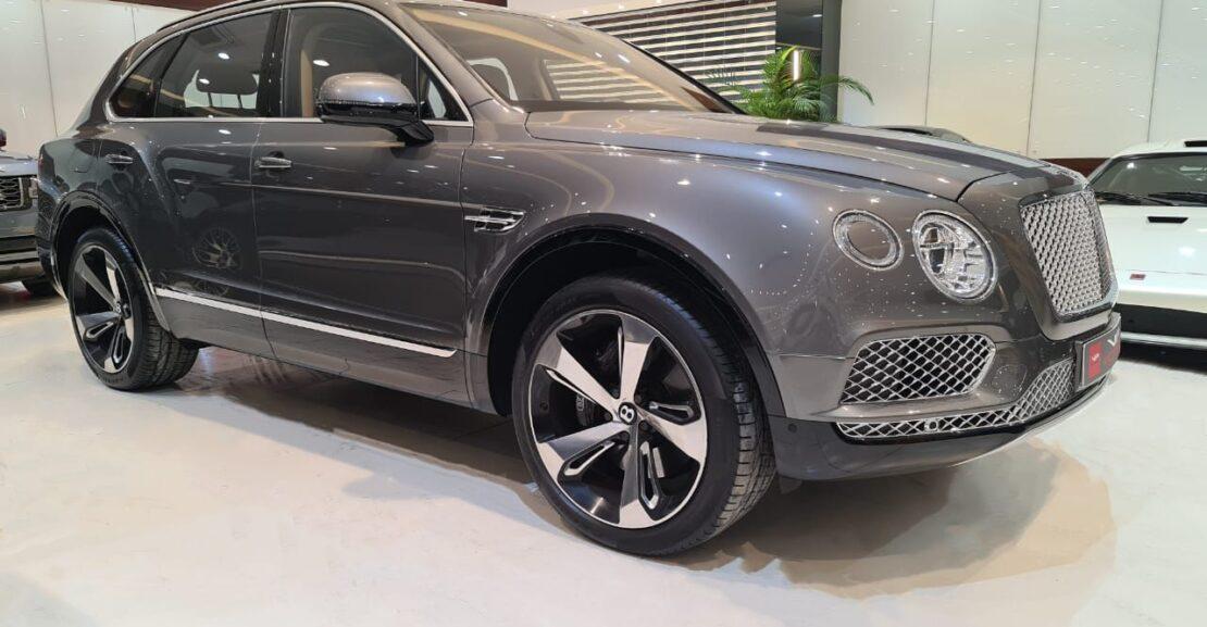 Bentley-Bentayga-W12-2018-Grey-Front-Side-View-Vip-Motors