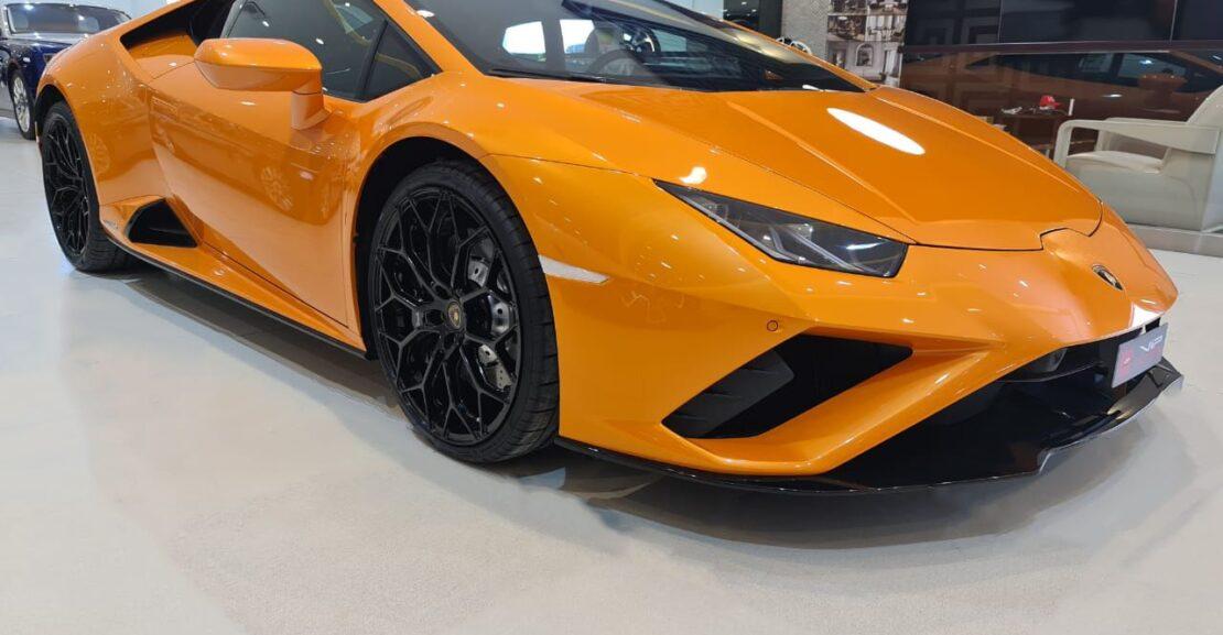 Lamborghini-Huracan-2020-Orange-Front-Side-View-Vip-Motors