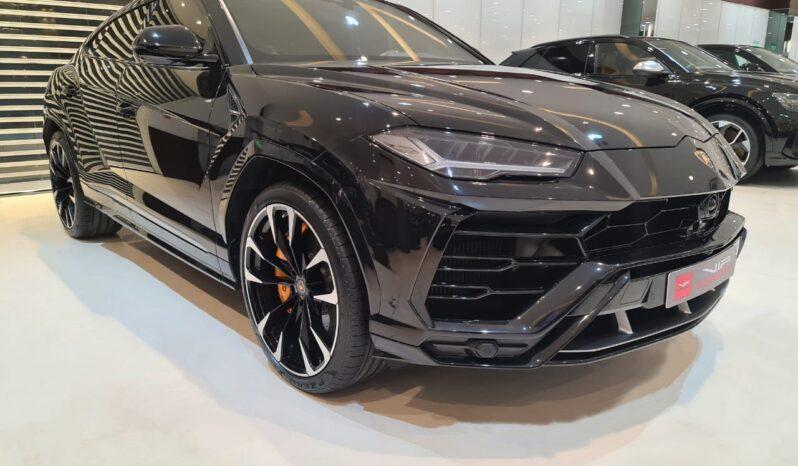 Lamborghini-Urus-Black-2019-Front-Side-View-Vip-Motors