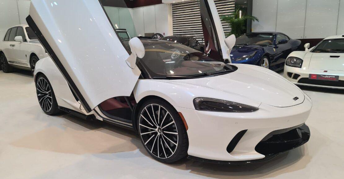 Mclaren-GT-White-2020-Front-Side-View-Vip-Motors