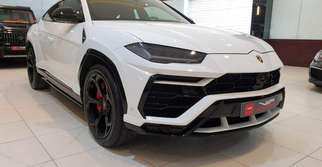 Lamborghini-Urus-white-2019-Front-Side-View-Vip-Motors