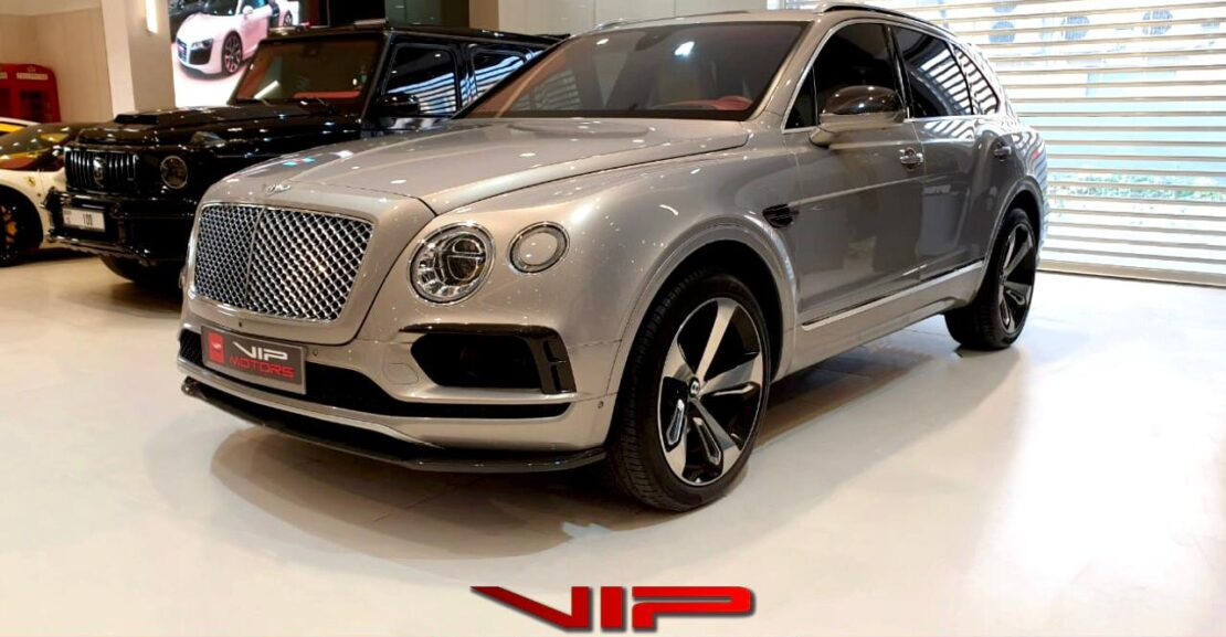 Bentley-Bentayga-W12-Silver-2017-Front-Side-View-Vip-Motors