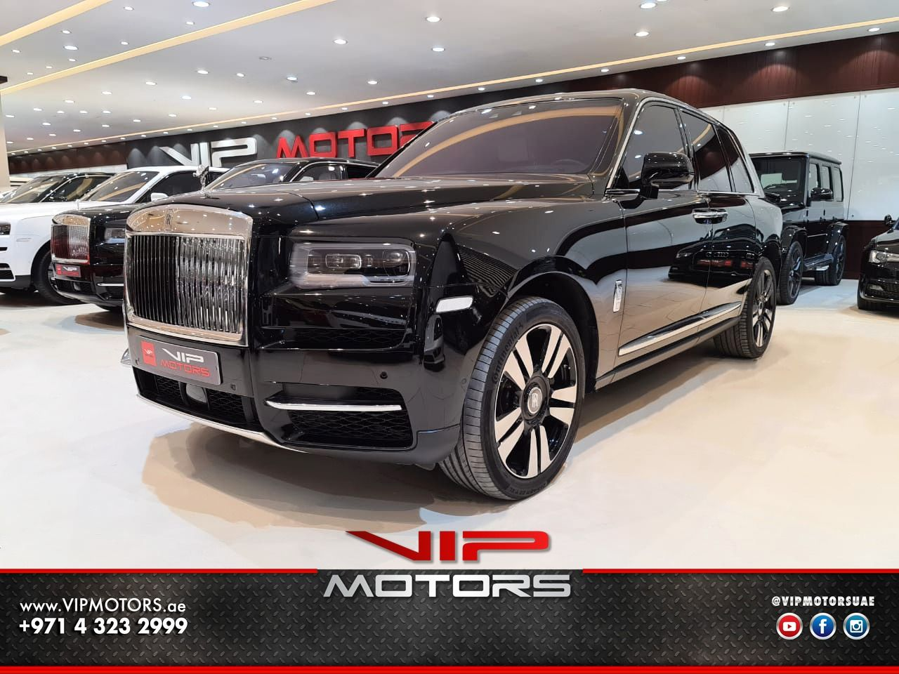Rolls Royce Cullinan-Black-2019-front-side-view-vip-motors