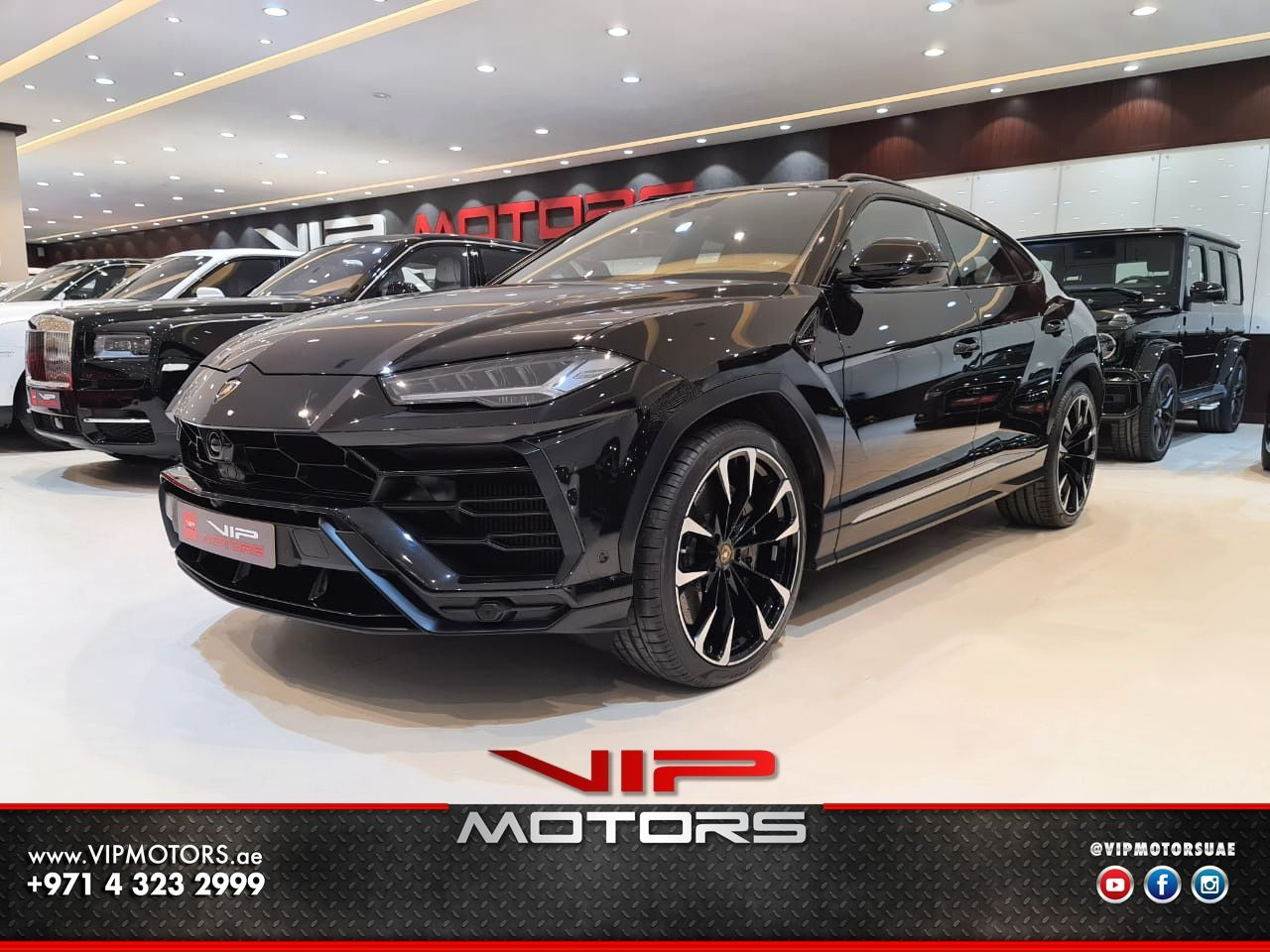 Lamborghini Urus-Black-2019-front-side -view-vip-motors
