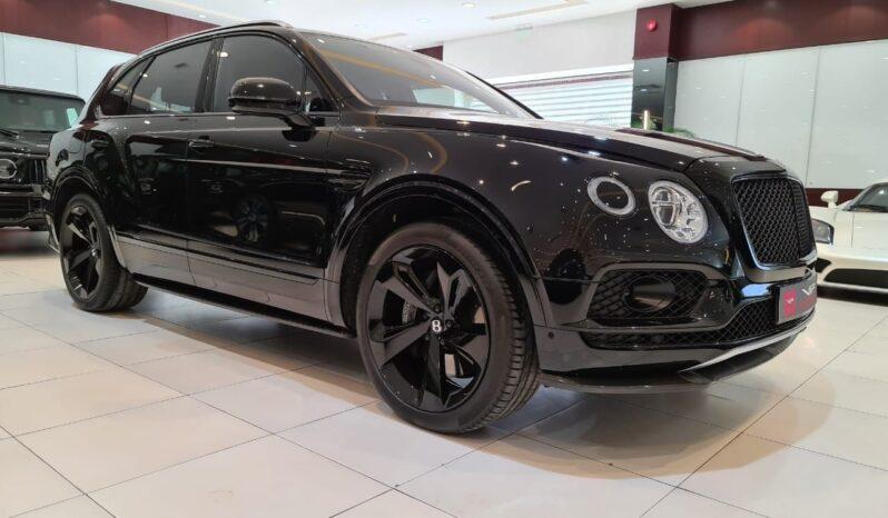 Bentley-Bentayga-W12-2018-Black-Side-View-Vip-Motors