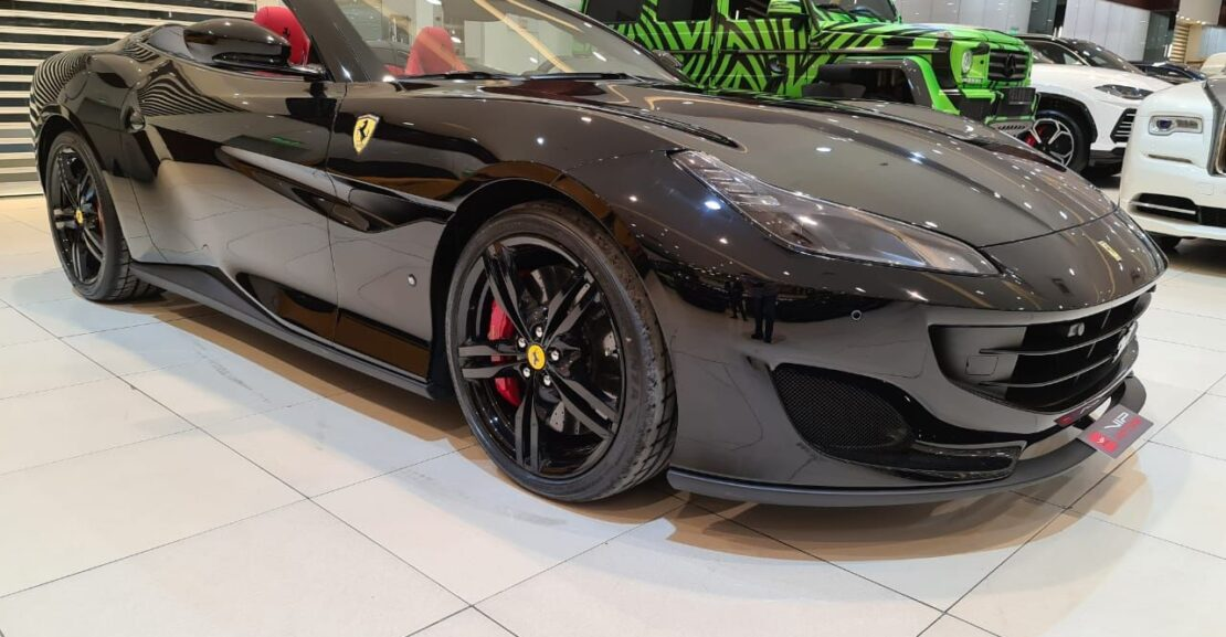 Ferrari-Portofino-Black-2020-Front-Side-View-Vip-Motors