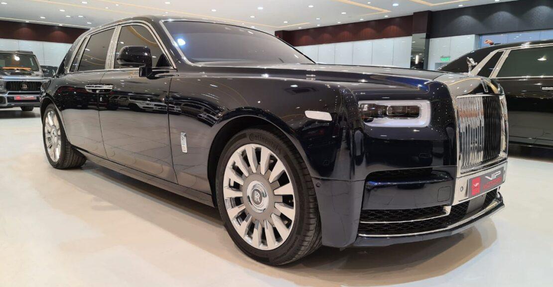 Rolls-Royce-Phantom-Black-2018-Front-Side-View-Vip-Motors