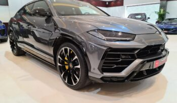 Lamborghini-Urus-Grey-Front-Side-View-Vip-Motors